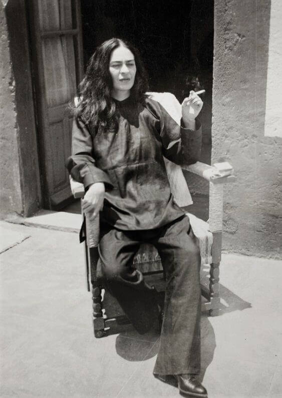 https://www.fridakahlo.org/images/photos/frida-kahlo-after-an-operation.jpg
